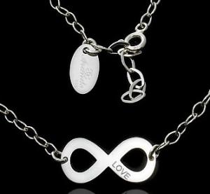 49225ad5cb Celebrytka łańcuszek  co oznacza i jak nosić